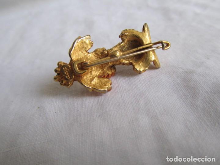 Joyeria: Broche metal dorado y pedrería perro en forma de perro, marca DHG - Foto 5 - 195512240