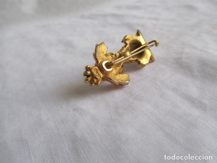 Joyeria: Broche metal dorado y pedrería perro en forma de perro, marca DHG - Foto 6 - 195512240