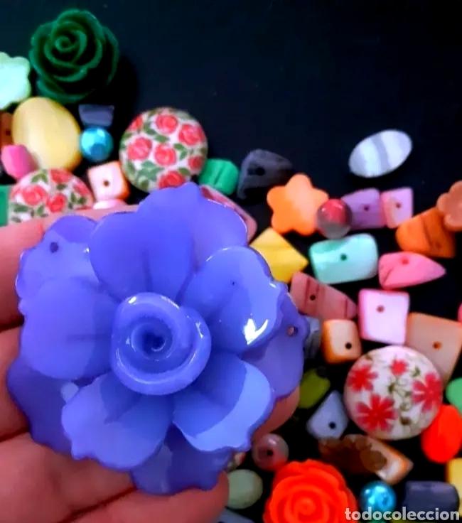 Joyeria: Super lote de cuentas, abalorios de bisutería vintage con flores, nácar y colgante de flor Azul - Foto 5 - 195516822