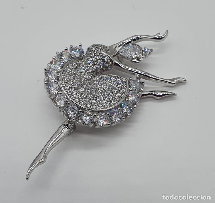 Joyeria: Elegante broche de lujo, bailarina estilo art decó chapada en oro blanco de 18k, y circonitas - Foto 4 - 196787478