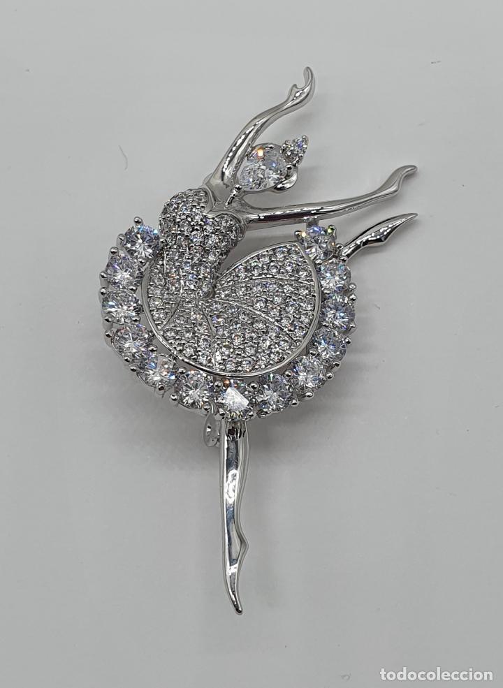 Joyeria: Elegante broche de lujo, bailarina estilo art decó chapada en oro blanco de 18k, y circonitas - Foto 5 - 196787478
