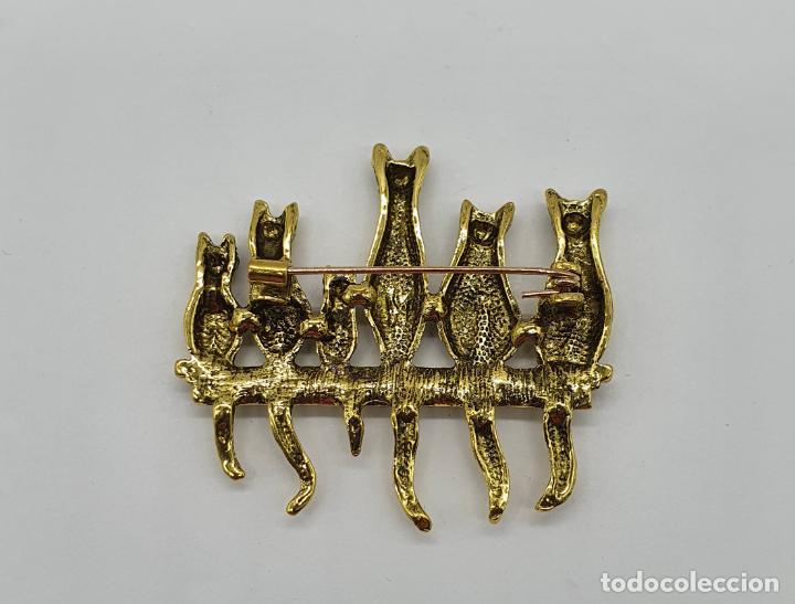 Joyeria: Simpático broche de gatos con baño en oro viejo y ojos de pedrería verde . - Foto 5 - 213615427