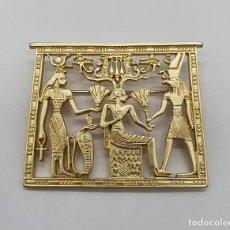 Joyeria: MAGNÍFICO BROCHE EGIPCIO BELLAMENTE TROQUELADO CON BAÑO EN ORO MATE .. Lote 267865894