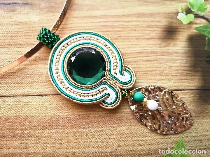Joyeria: Collar de estilo vintage en verde esmeralda y dorado con una hoja dorada hechos a mano - Foto 2 - 199479341