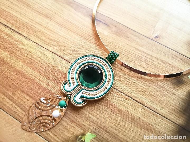 Joyeria: Collar de estilo vintage en verde esmeralda y dorado con una hoja dorada hechos a mano - Foto 3 - 199479341