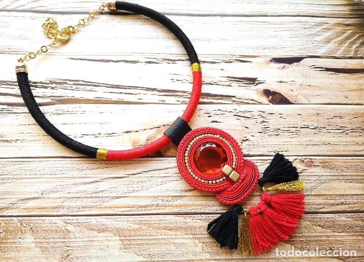 Joyeria: Collar elegante con cordón y flecos está cosido a mano con soutache en color rojo, negro y dorado h - Foto 3 - 200326836