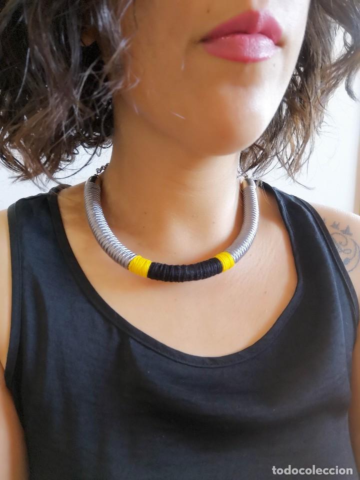 Joyeria: Collar 2 en 1 cosido a mano con pedrería y soutache en amarillo, negro y plateado hecho a mano - Foto 2 - 200328643