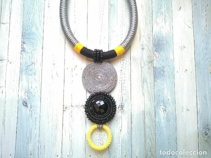 Joyeria: Collar 2 en 1 cosido a mano con pedrería y soutache en amarillo, negro y plateado hecho a mano - Foto 5 - 200328643
