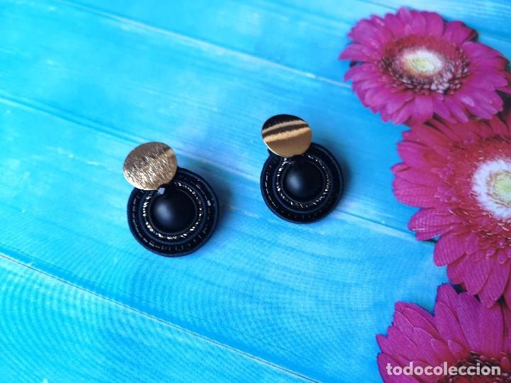 Joyeria: Conjunto de colgante y pendientes de estilo vintage en negro y dorado hecho a mano - Foto 2 - 200334278