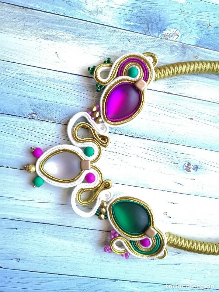 Joyeria: Collar babero tres colores cosido a mano con soutache y pedrería en verde esmeralda, fucsia, blanco - Foto 3 - 200335623