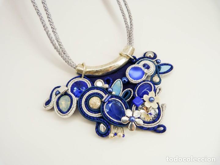 Joyeria: Collar con soutache y cristal Swarovski en tonod azules y plateados hecho a mano artesano - Foto 4 - 200343980