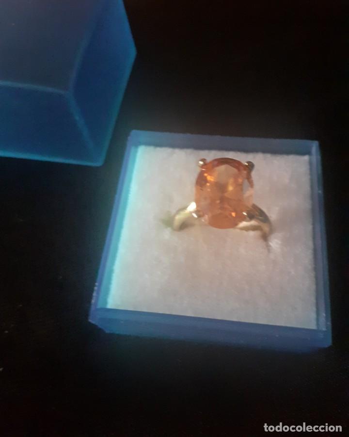 Joyeria: sortija con piedra de imitacion a topacio muy brillante engarzada en garras modelo antiguo - Foto 3 - 205344710