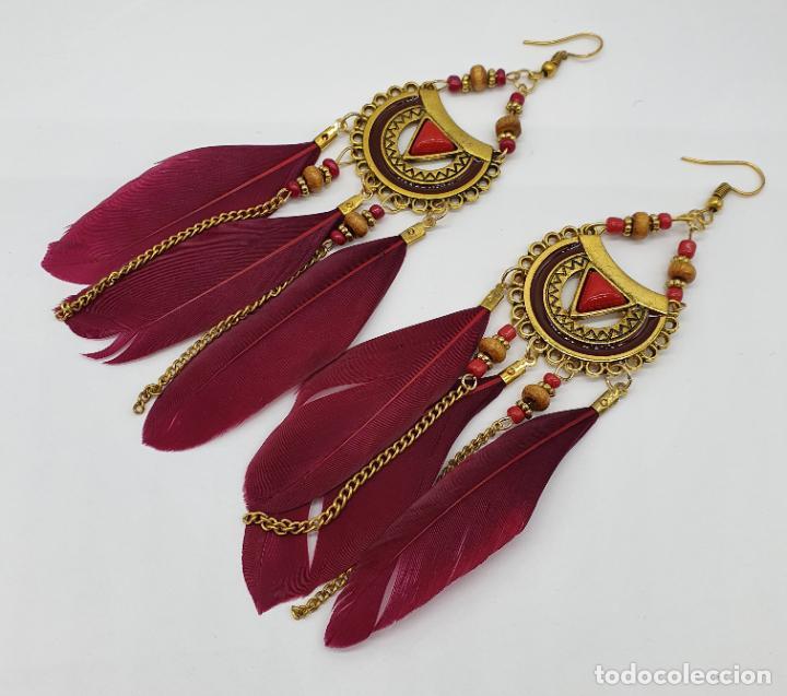 Joyeria: Bellos pendientes de estilo boho chic con baño de oro viejo, plumas y aplicaciones rojo coral . - Foto 2 - 205551681