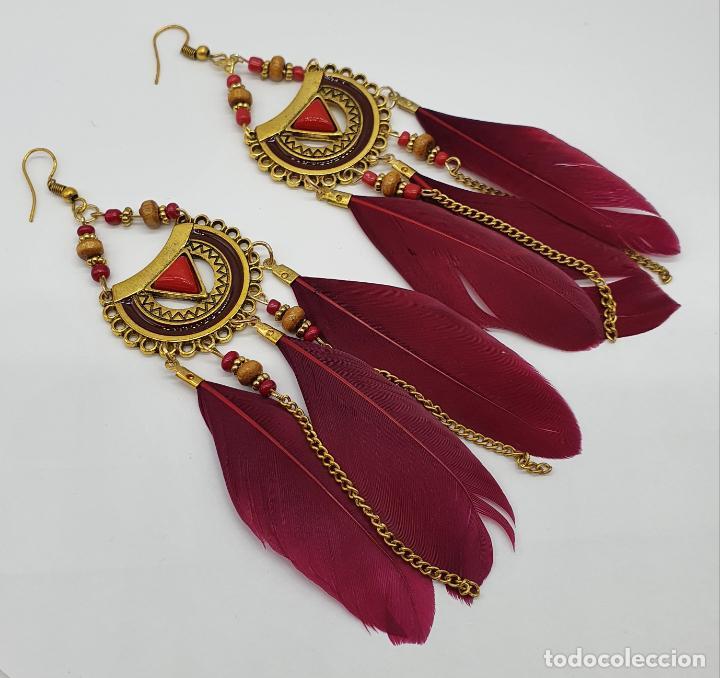 Joyeria: Bellos pendientes de estilo boho chic con baño de oro viejo, plumas y aplicaciones rojo coral . - Foto 4 - 205551681