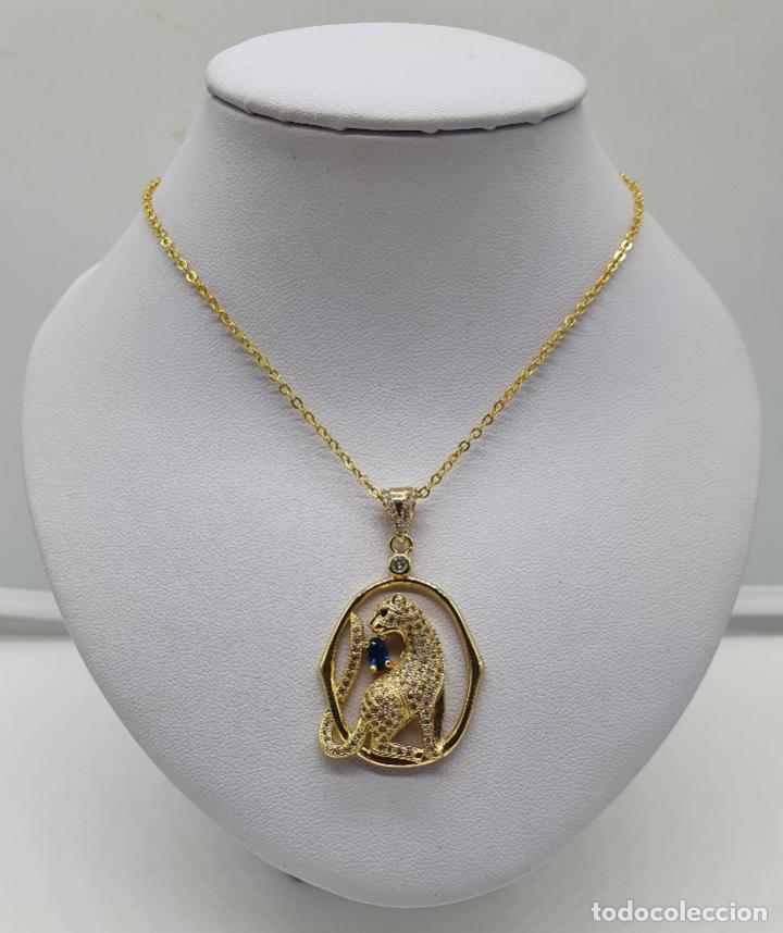 Joyeria: Colgante de lujo con pantera tipo Cartier chapado en oro 18k, cuajado en circonitas y zafiro creado - Foto 4 - 214289536