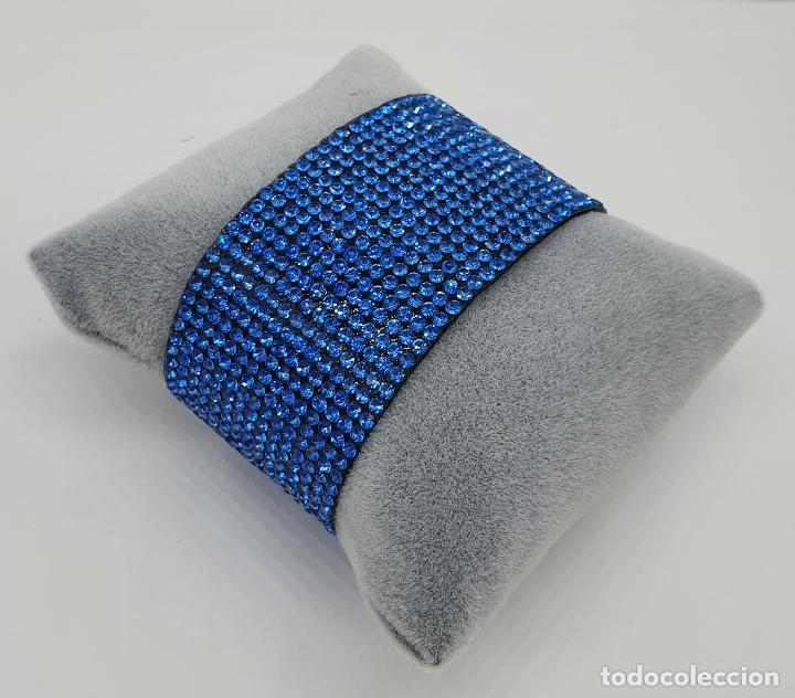 Joyeria: Moderno brazalete en polipiel tipo ante y pedrería azul aguamarina, cierre acabado en plata . - Foto 2 - 211972998
