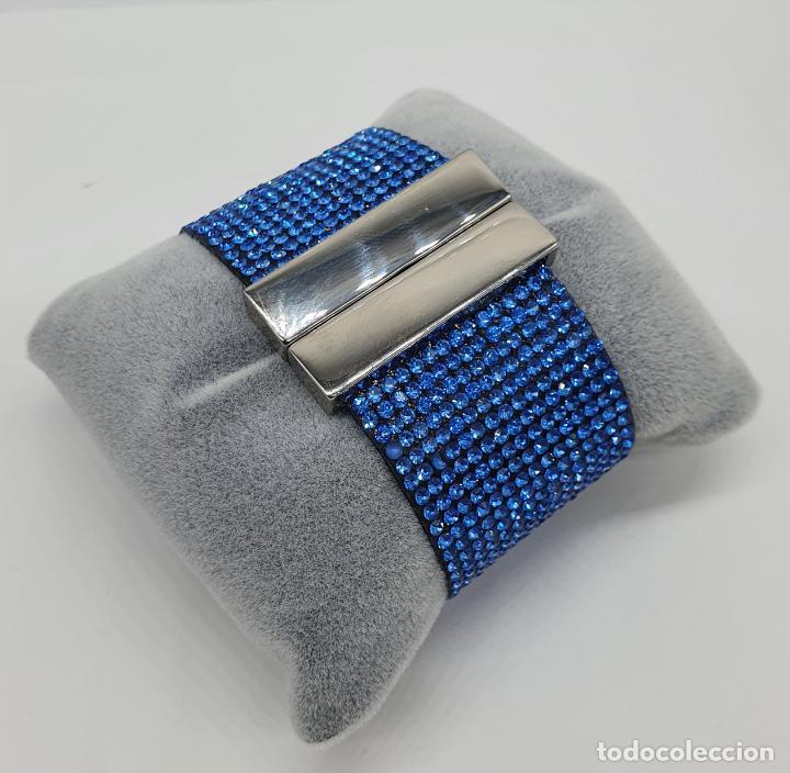 Joyeria: Moderno brazalete en polipiel tipo ante y pedrería azul aguamarina, cierre acabado en plata . - Foto 3 - 211972998