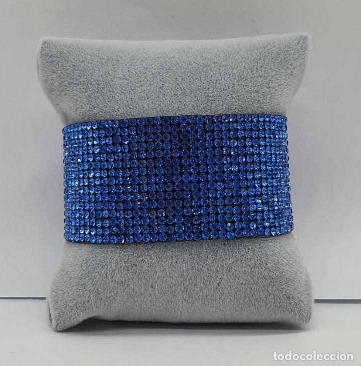 Joyeria: Moderno brazalete en polipiel tipo ante y pedrería azul aguamarina, cierre acabado en plata . - Foto 4 - 211972998