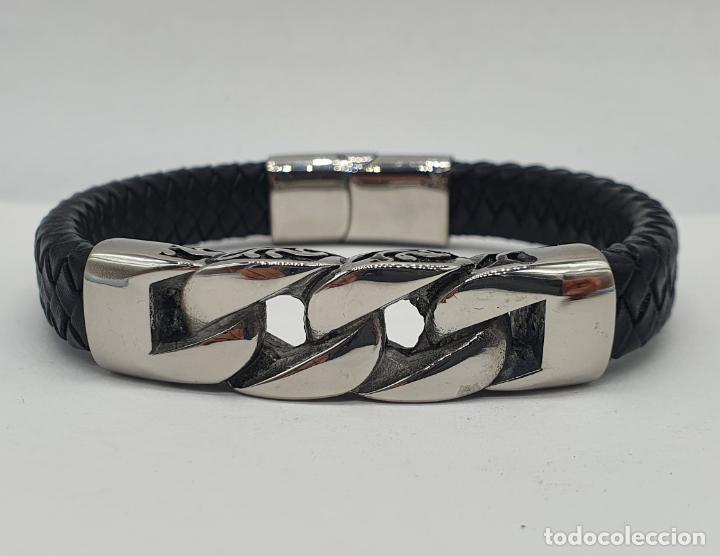 Joyeria: Moderno brazalete para hombre en cuero auténtico trenzado y acero inoxidable pulido . - Foto 2 - 266474183