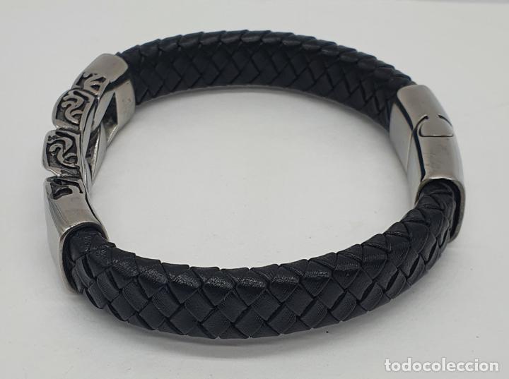 Joyeria: Moderno brazalete para hombre en cuero auténtico trenzado y acero inoxidable pulido . - Foto 3 - 266474183