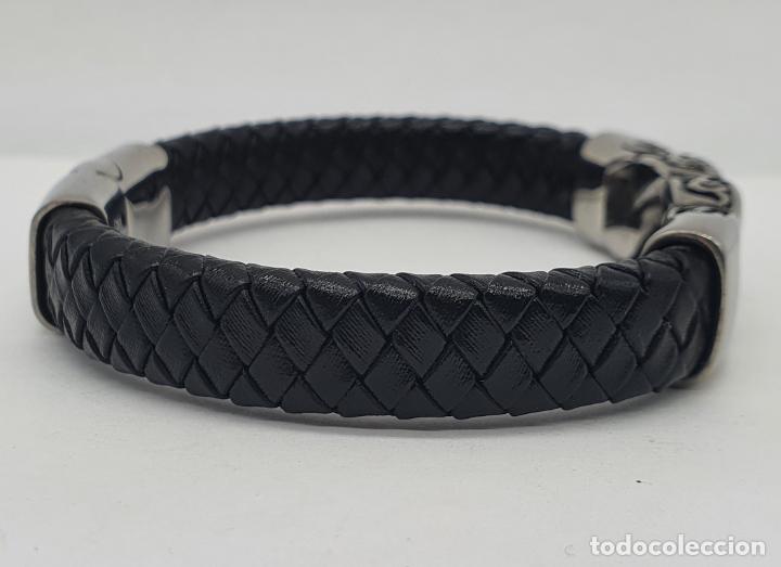 Joyeria: Moderno brazalete para hombre en cuero auténtico trenzado y acero inoxidable pulido . - Foto 5 - 266474183