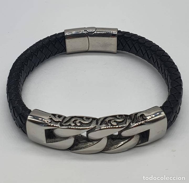 Joyeria: Moderno brazalete para hombre en cuero auténtico trenzado y acero inoxidable pulido . - Foto 6 - 266474183