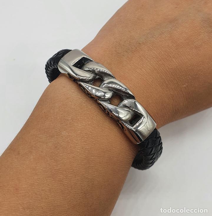 Joyeria: Moderno brazalete para hombre en cuero auténtico trenzado y acero inoxidable pulido . - Foto 7 - 266474183