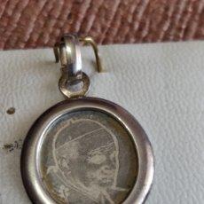 Joyeria: COLGANTE MEDALLA EN PLATA CON FOTO DE JUAN PABLO II, ÚNICO, VER. Lote 215270173