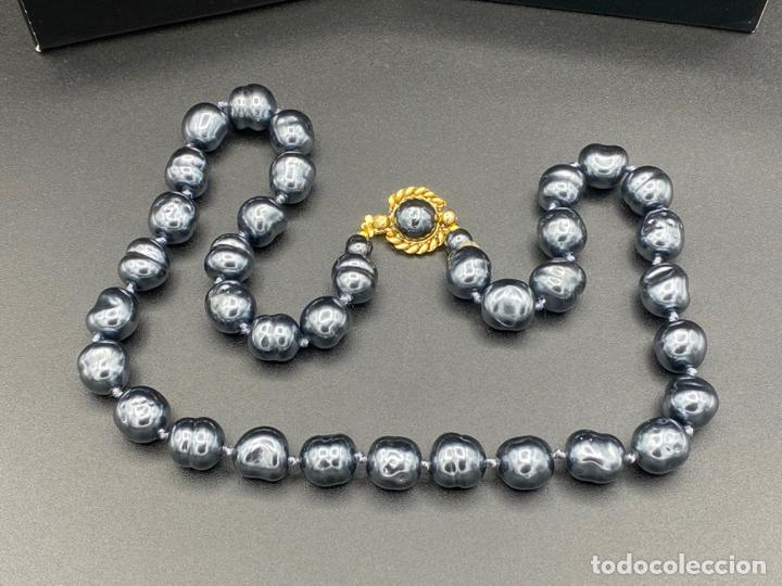 Joyeria: chanel necklace 1981 glass pearls in box , collar de chanel con perlas de cristal barrocas en caja - Foto 2 - 222455597