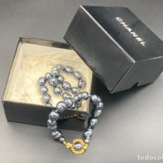 Joyeria: CHANEL NECKLACE 1981 GLASS PEARLS IN BOX , COLLAR DE CHANEL CON PERLAS DE CRISTAL BARROCAS EN CAJA. Lote 222455597
