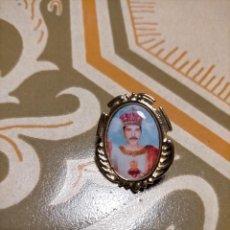 Joyeria: PIN ESTILO MEDALLA BARROCO IGLESIA REGLIGIOSO FREDDIE MERCURY, QUEEN, POPLAND. Lote 226135705