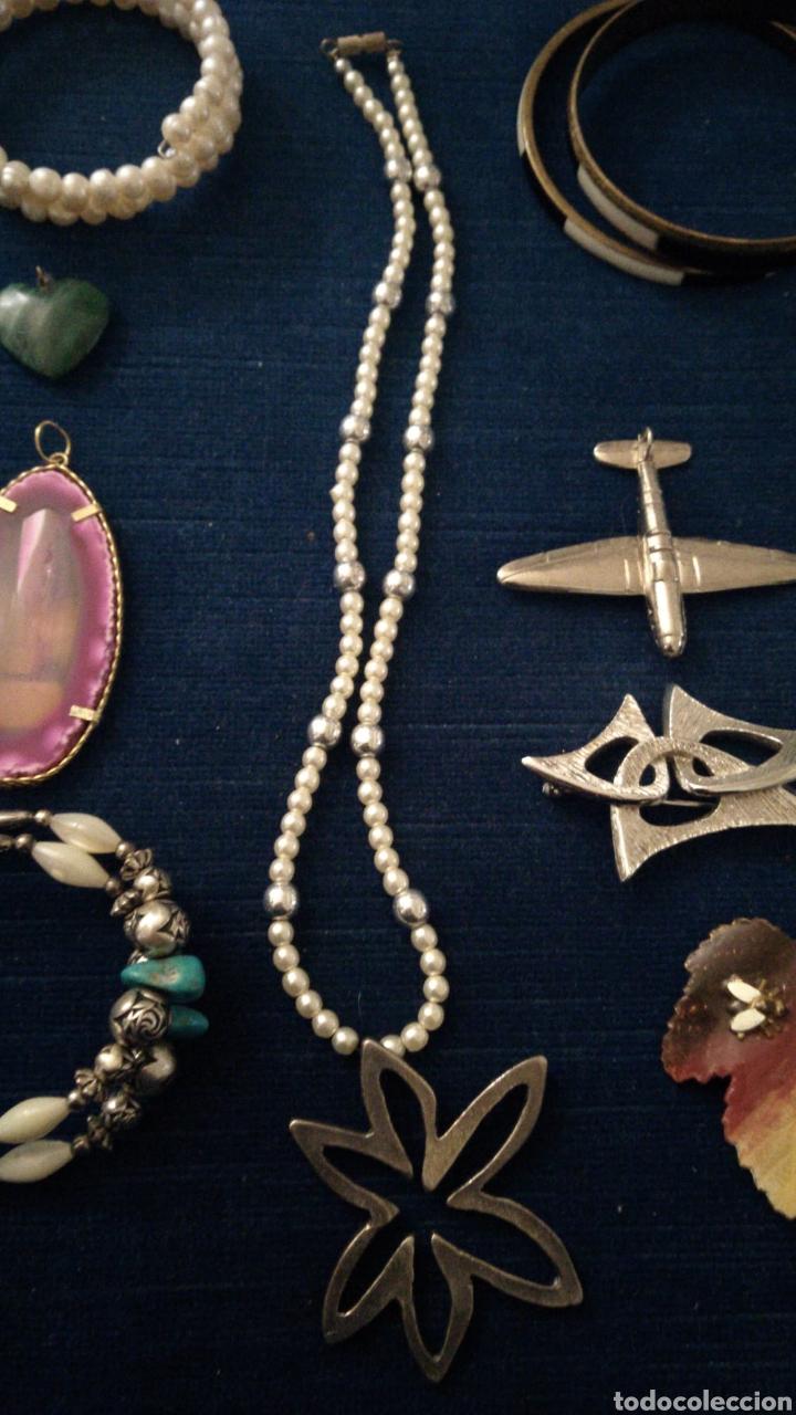 Joyeria: Lote de bisutería vintage pulseras collar broches y colgantes. - Foto 3 - 235647290