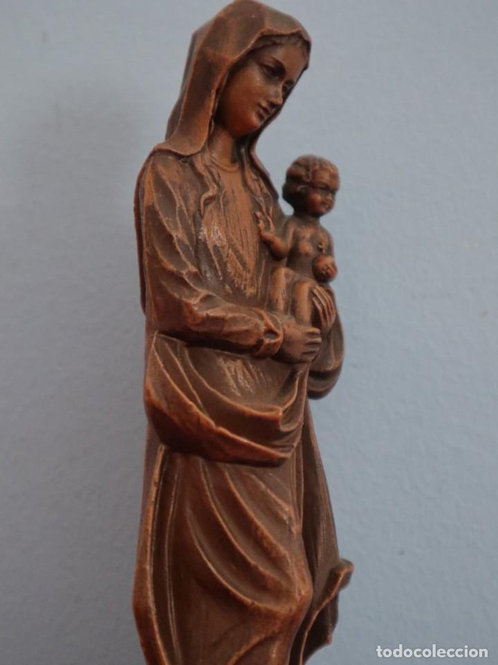 Joyeria: Virgen con Niño. Imagen de pequeñas dimensiones de madera tallada. S. XX. Mide 17 cm. - Foto 8 - 254447730