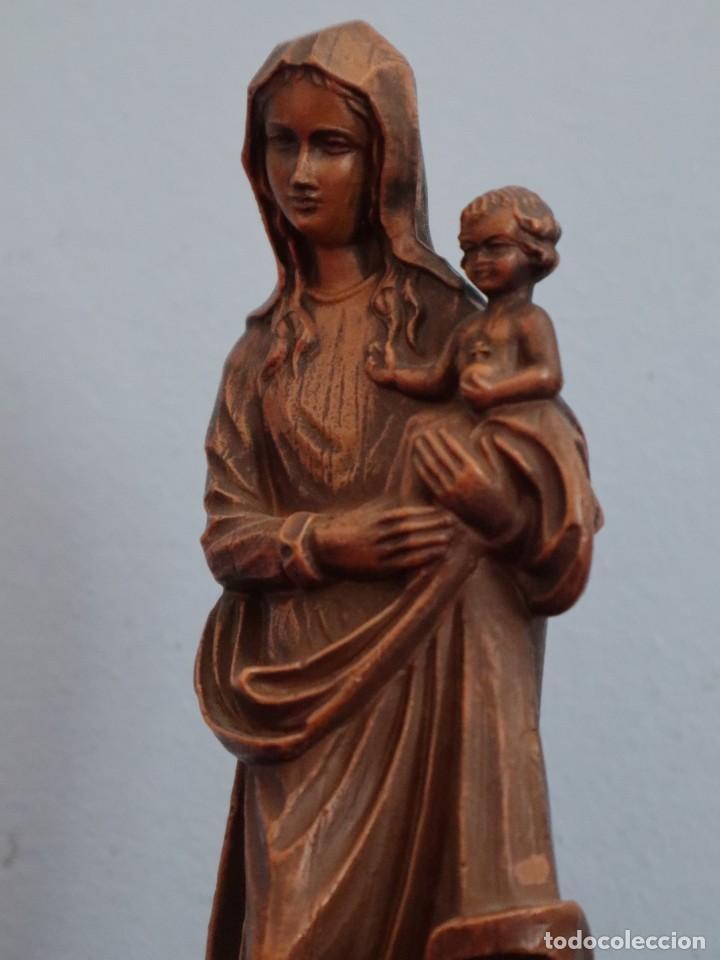 Joyeria: Virgen con Niño. Imagen de pequeñas dimensiones de madera tallada. S. XX. Mide 17 cm. - Foto 14 - 254447730