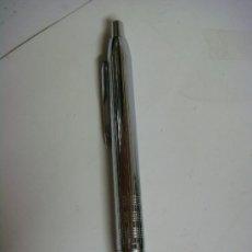 Bolígrafos antiguos: BOLIGRAFO PARKER PLATEADO,LLEVA SU ESTUCHE,ES NUEVO. Lote 34607093