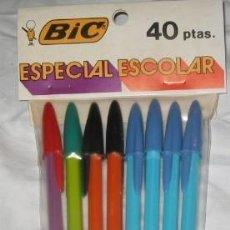Bolígrafos antiguos: BLÍSTER CON 8 BOLÍGRAFOS BIC AÑOS 70. Lote 48279797