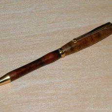 Bolígrafos antiguos: BOLIGRAFO ARTESANO TORNEADO EN MADERA DE HICKORY Y HAYA. Lote 59844908