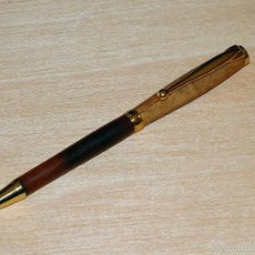 Bolígrafos antiguos: BOLIGRAFO ARTESANO TORNEADO EN MADERA DE HICKORY Y HAYA. Lote 59845020