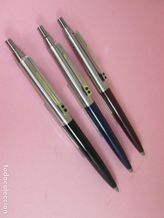 Bolígrafos antiguos: (7457)-LOTE 3 BOLÍGRAFOS-ESPAÑA-IXC(INOXCROM)-NEGRO,AZUL Y MARRÓN-NUEVOS-VER FOTOS. - Foto 3 - 62440324