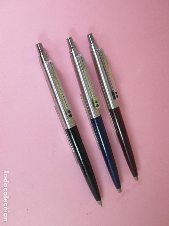Bolígrafos antiguos: (7457)-LOTE 3 BOLÍGRAFOS-ESPAÑA-IXC(INOXCROM)-NEGRO,AZUL Y MARRÓN-NUEVOS-VER FOTOS. - Foto 7 - 62440324