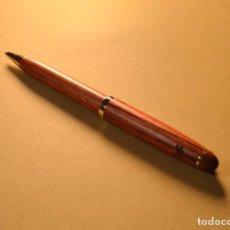 Bolígrafos antiguos: BOLÍGRAFO TERMINACIÓN MADERA. Lote 66776498