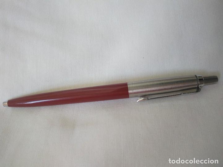 Bolígrafos antiguos: BOLÍGRAFO PARKER. MADE IN ENGLAND. GRANATE Y PLATEADO. - Foto 2 - 86468568