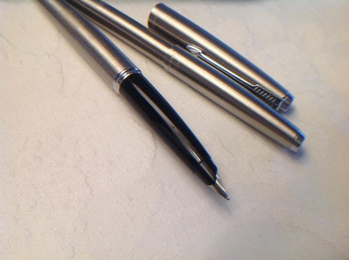Bolígrafos antiguos: Dúo pluma y bolígrafo Parker plateado y negro - Foto 10 - 114784462