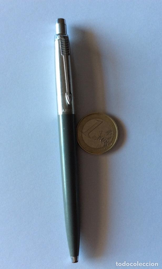 Bolígrafos antiguos: TRES BOLÍGRAFO PARKER MADE IN USA. NEGRO, GRIS Y AZUL OSCURO. - Foto 2 - 121713231