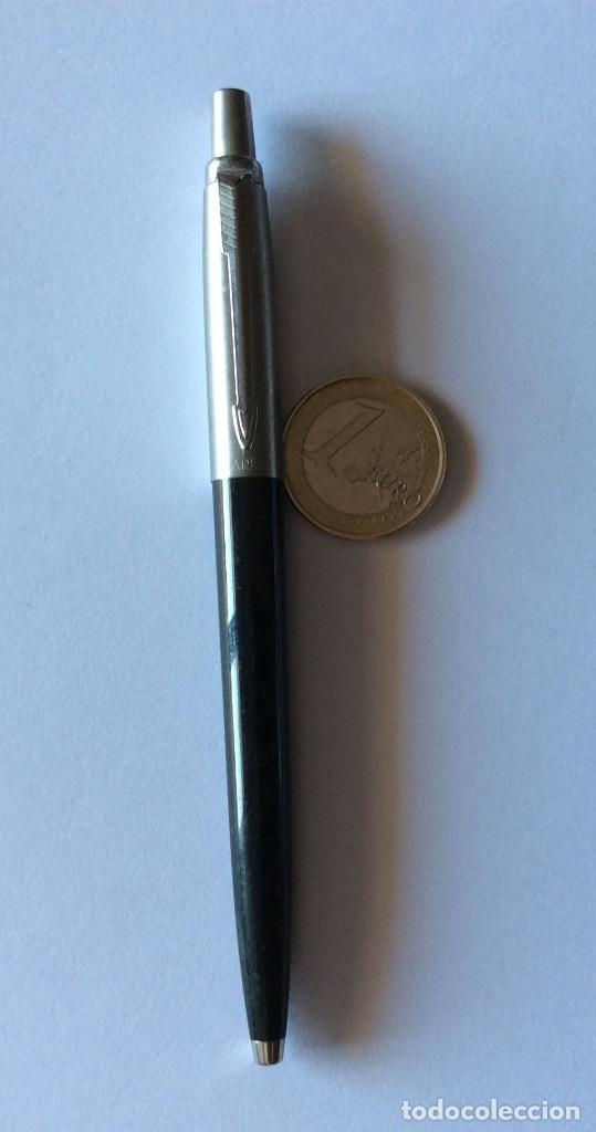 Bolígrafos antiguos: TRES BOLÍGRAFO PARKER MADE IN USA. NEGRO, GRIS Y AZUL OSCURO. - Foto 3 - 121713231