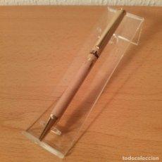 Bolígrafos antiguos - Bolígrafo de madera Valentín Ramos. Con clip y detalles dorados. Modelo 2. - 126086275
