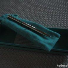 Bolígrafos antiguos: TIFFANY &CO.BOLÍGRAFO PLATA CON CLIP TIFFANY T Y DETALLETIFFANY BLUE.BOLSA Y CAJA ORIGINAL.2000APROX. Lote 141765498