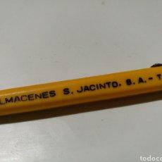 Bolígrafos antiguos: BOLÍGRAFO UNIVERSAL PUBLICIDAD ALMACENES S. JACINTO. Lote 143892020