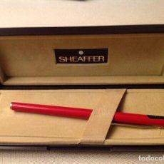 Bolígrafos antiguos: PLUMA SHEAFFER ROJO , . Lote 147637562