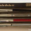 Bolígrafos antiguos: CUATRO BOLÍGRAFO DISTINTOS MARCA REYNOLDS, CAJA ORIGINAL CONVAIR BOLA-BOLA 77. Lote 159874058